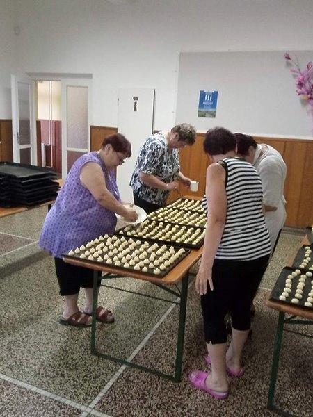 Pečení koláčků na dětské hody