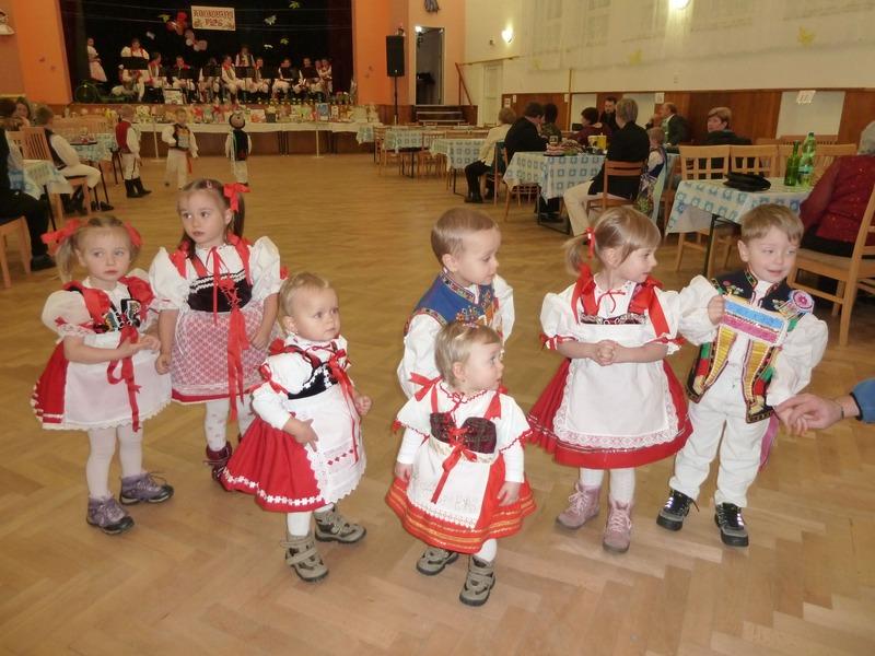 Dětský krojovaný ples