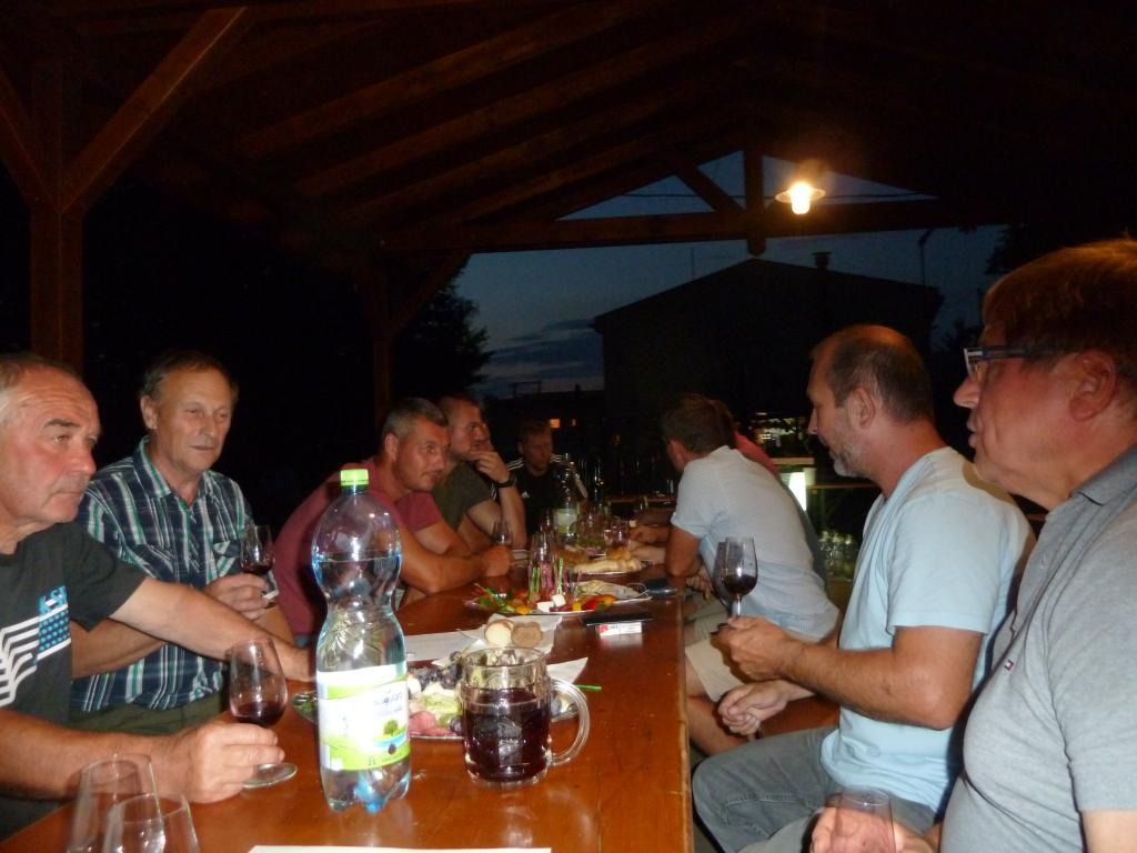 Zahrádkáři - košt vín