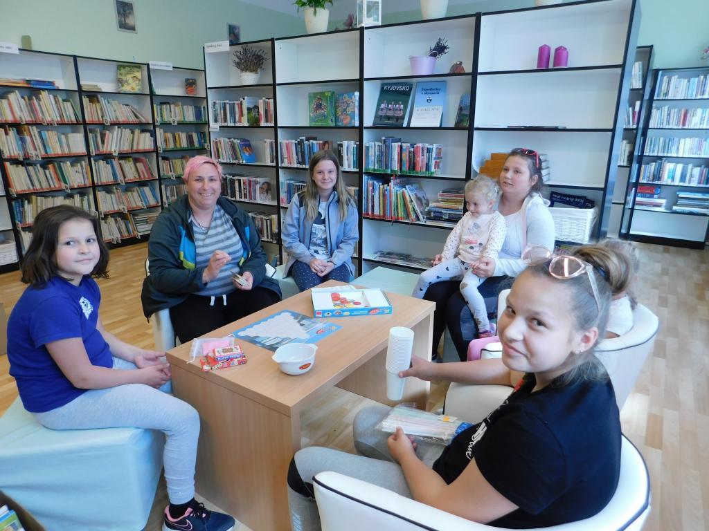 Knihovna a stolní hry