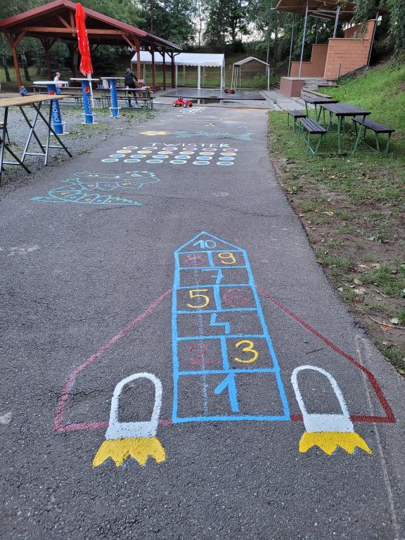 Hry na chodník